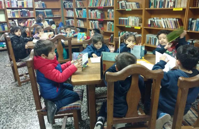 Visitas a la biblioteca social de COSEGA