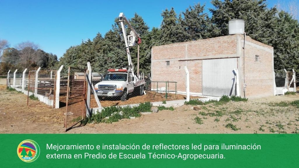 Mejoramiento e instalación de reflectores led para iluminación externa en Predio de Escuela Tecnico-Agropecuaria